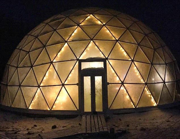 挪威Hjertefolger一家人住半球形玻璃罩房子 内部还可种果蔬
