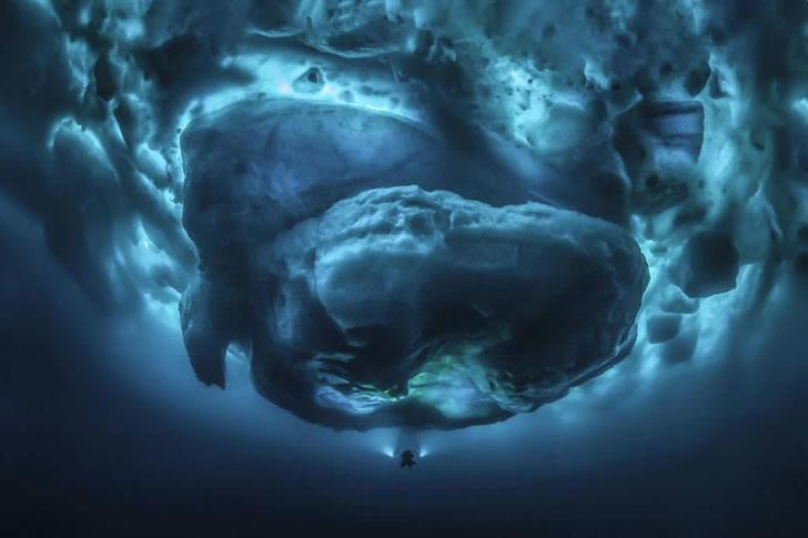 iceberg-underwater-tobias-friedrich-6.jpg